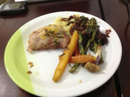 Peito de Frango assado com Cenouras, Brocolis Refogado e Cuzcuz Marroquino Com Limão